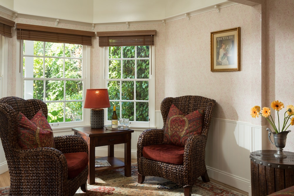 Living Area, Cheshire Cat Inn & Cottages