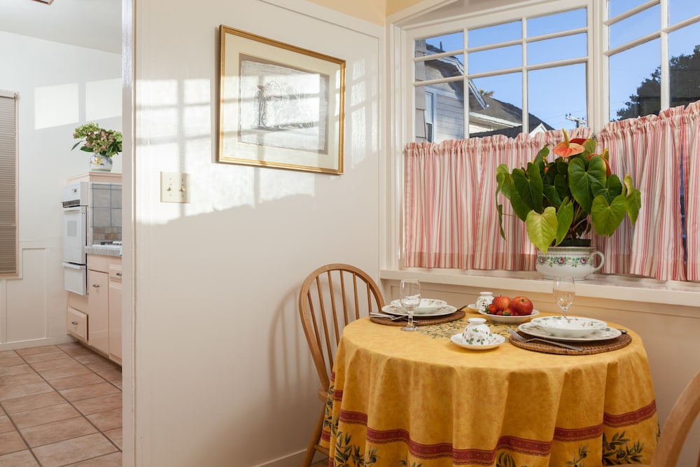 In-Room Dining, Cheshire Cat Inn & Cottages