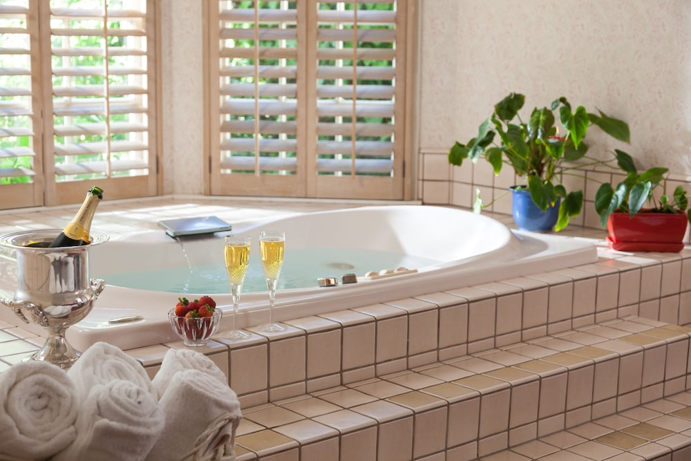 Jetted Tub, Cheshire Cat Inn & Cottages