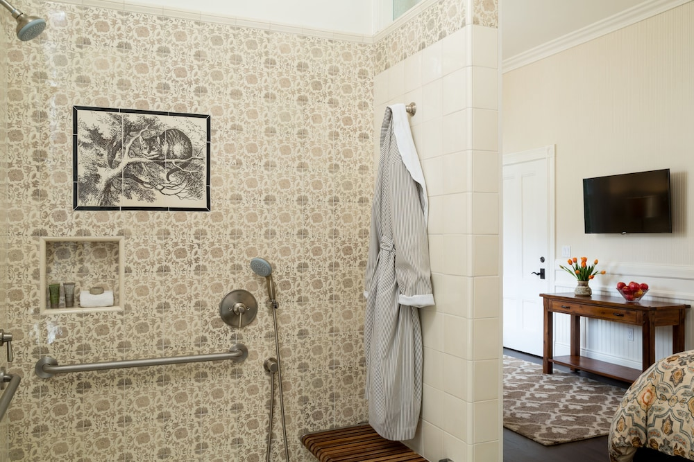 Bathroom, Cheshire Cat Inn & Cottages