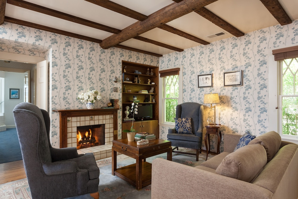 Living Room, Cheshire Cat Inn & Cottages