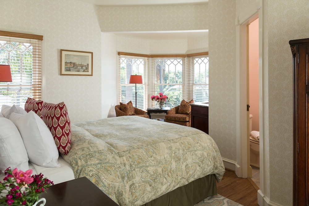 Room, Cheshire Cat Inn & Cottages