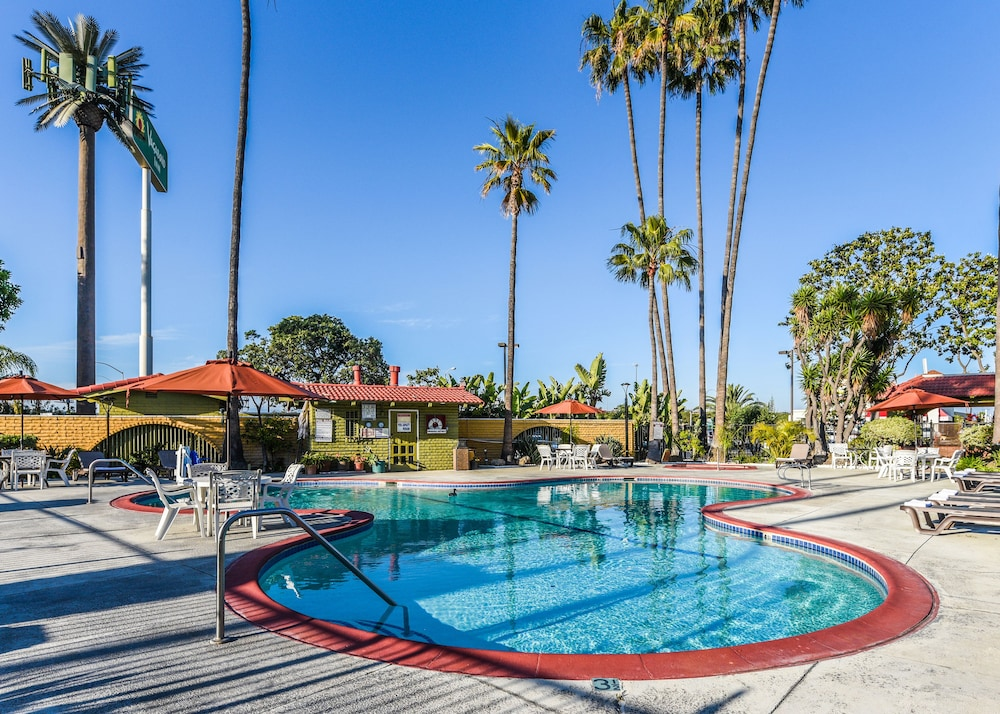 Outdoor Pool, Vagabond Inn Costa Mesa