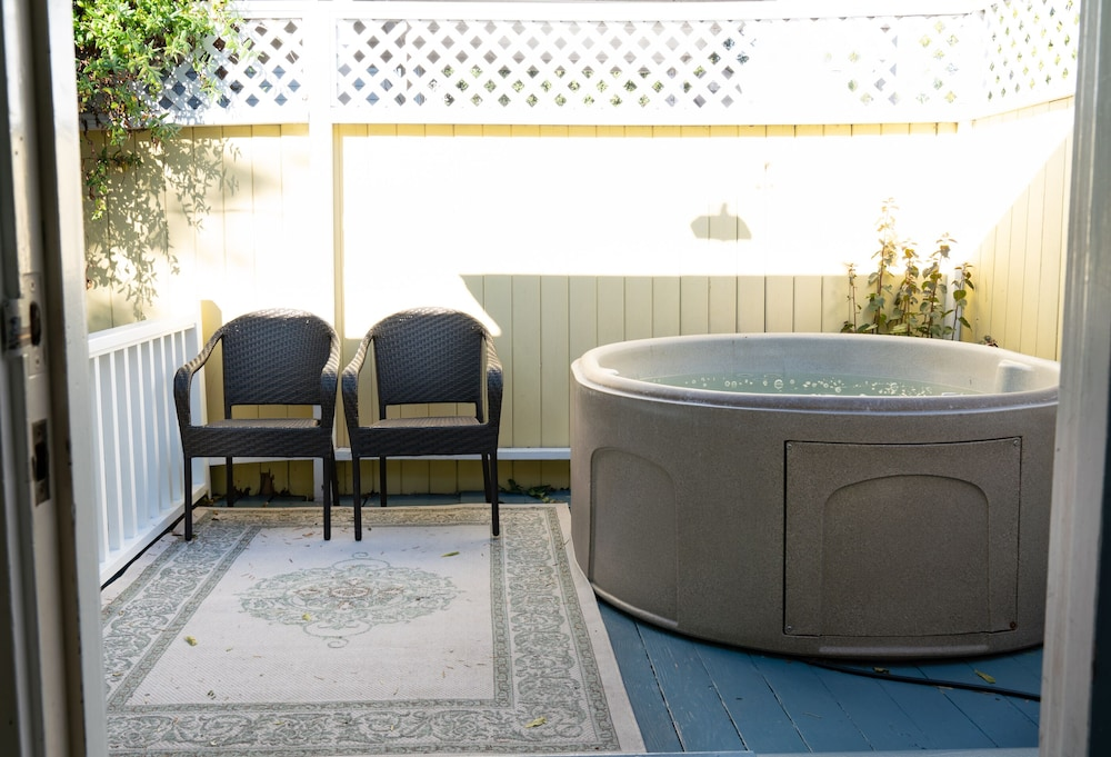Private Spa Tub, Secret Garden Inn and Cottages
