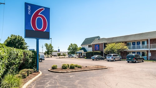 Check Expedia for Availability of Motel 6 Chicago - Elk Grove