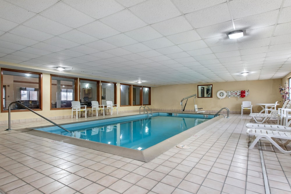 Pool, Quality Inn & Suites Lebanon I-65