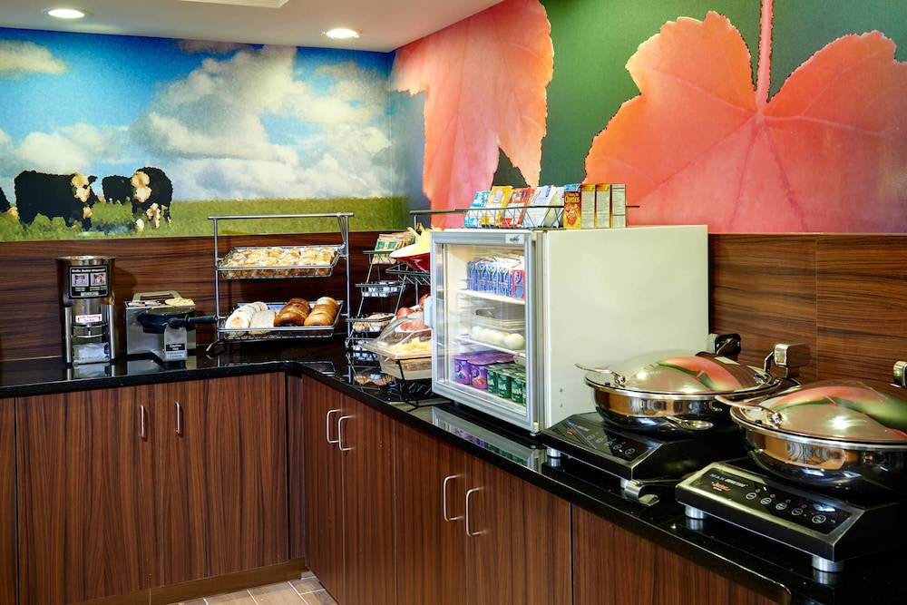 Breakfast buffet, Fairfield Inn By Marriott Port Huron