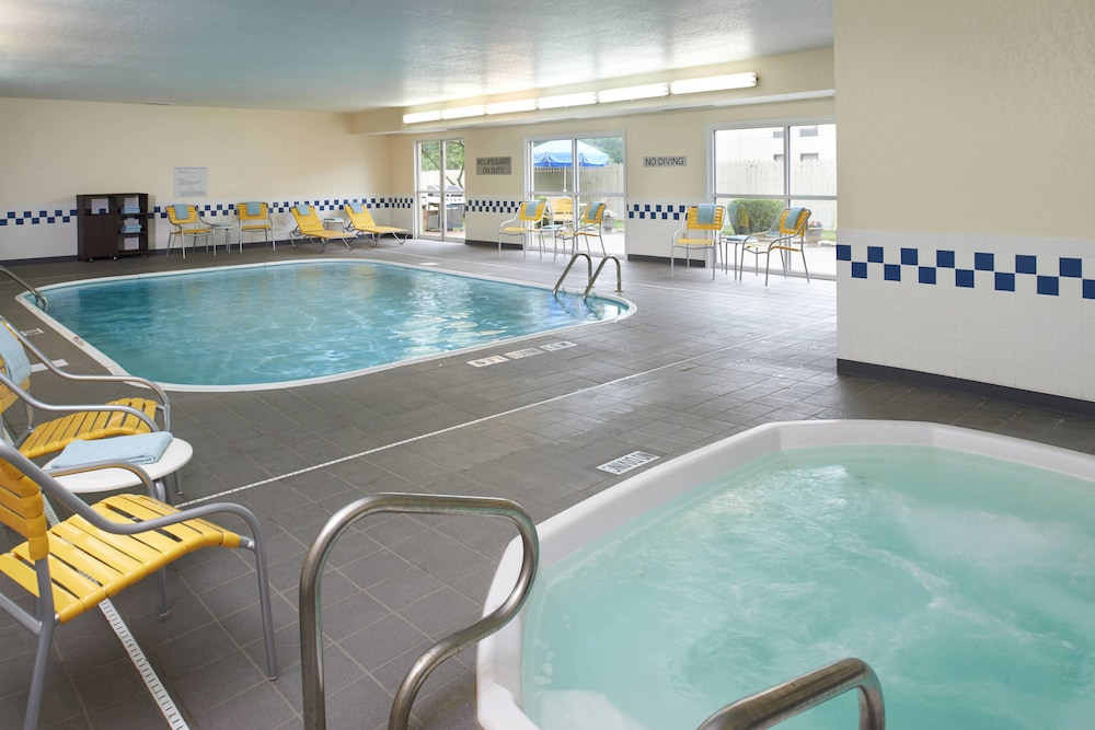 Pool, Fairfield Inn By Marriott Port Huron