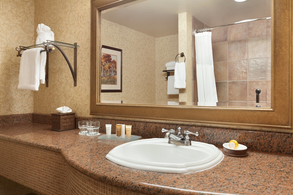 Bathroom Sink, Chateau On The Lake Resort Spa and Convention Center