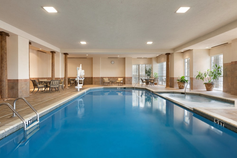 Indoor Pool, Chateau On The Lake Resort Spa and Convention Center