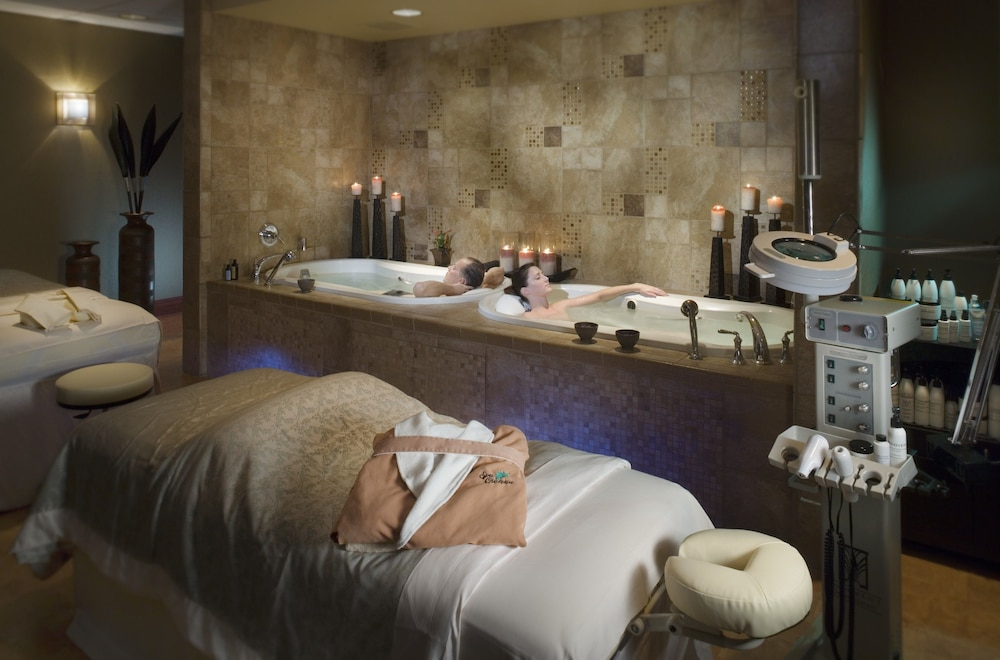 Treatment Room, Chateau On The Lake Resort Spa and Convention Center