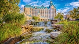 Chateau On The Lake Resort Spa and Convention Center - Branson Hotels