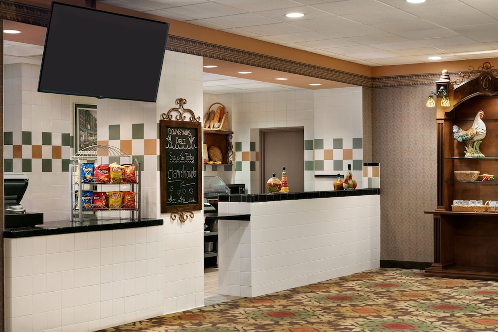 Snack Bar, Chateau On The Lake Resort Spa and Convention Center