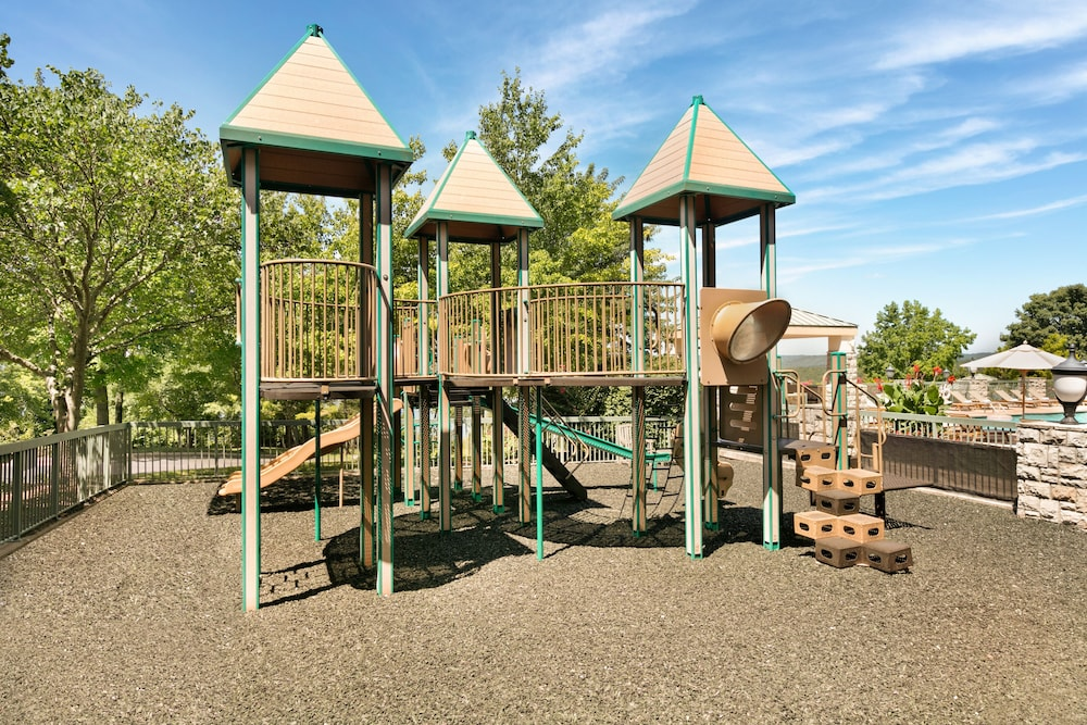 Children's Play Area - Outdoor, Chateau On The Lake Resort Spa and Convention Center