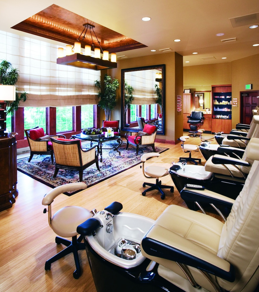 Nail Salon, Chateau On The Lake Resort Spa and Convention Center