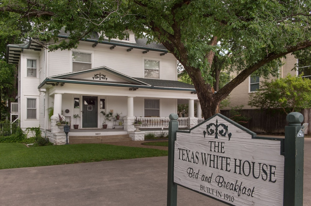 Exterior, Texas White House