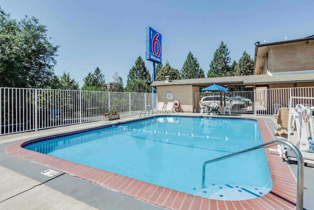 Pool, Motel 6 Spokane, WA - Downtown