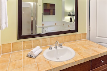 Suite, 3 Bedrooms - Bathroom Sink
