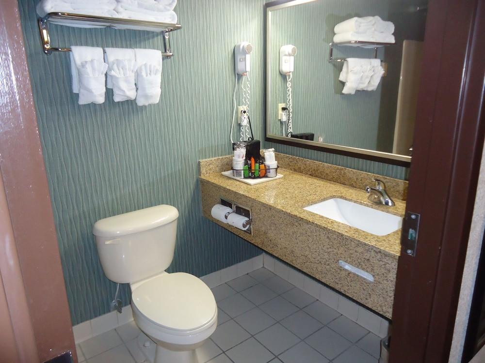 Comfort Inn Amp Suites Grenada Reviews Photos Amp Rates