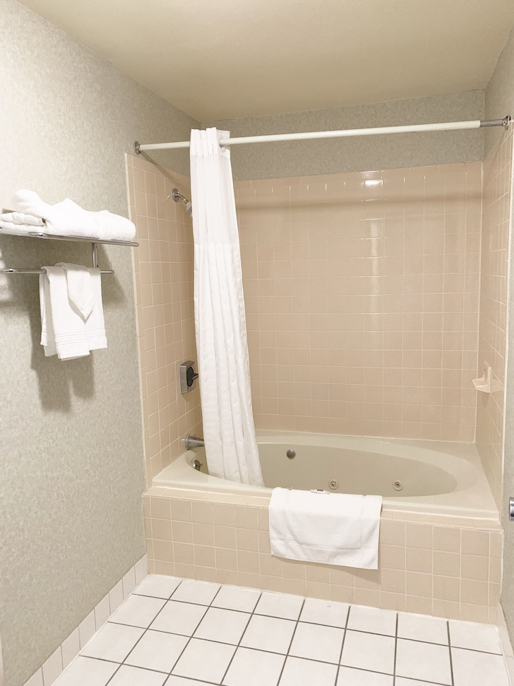 Jetted Tub, Motel 6 McGraw, NY - Cortland