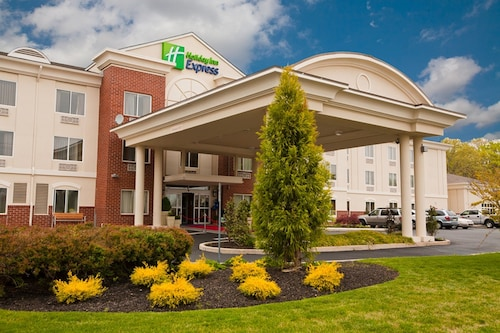 Holiday Inn Express and Suites Vineland Millville, an IHG Hotel
