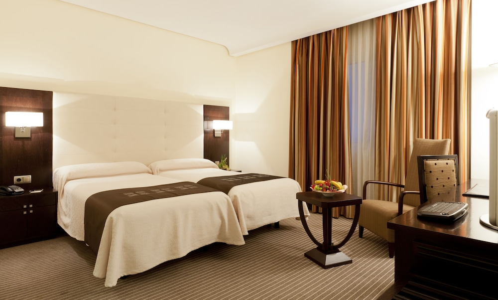 Hotel liabeny madrid espa a expedia for Hotel habitacion cuadruple madrid