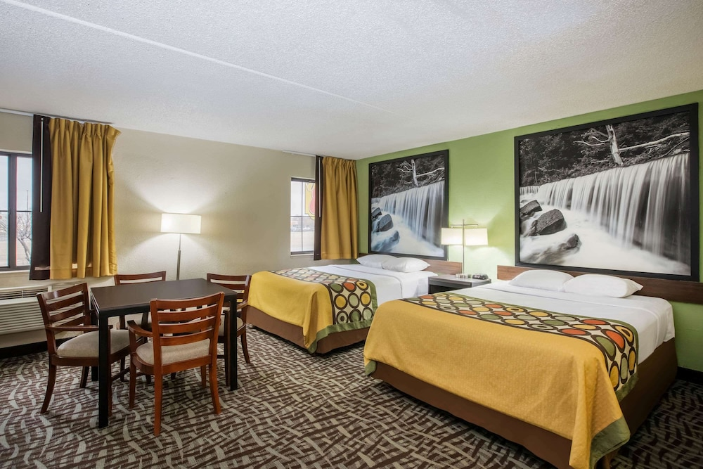 Room, Super 8 by Wyndham Wichita East