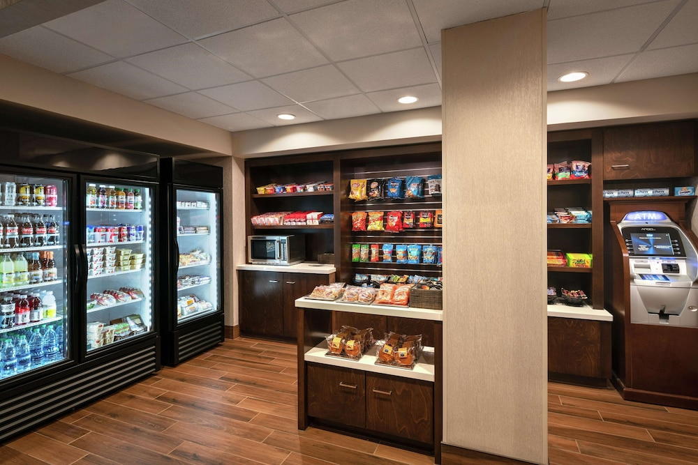Snack Bar, DoubleTree by Hilton Hotel San Francisco Airport North