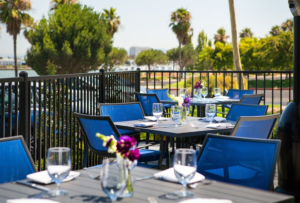 Outdoor Dining, DoubleTree by Hilton Hotel San Francisco Airport North