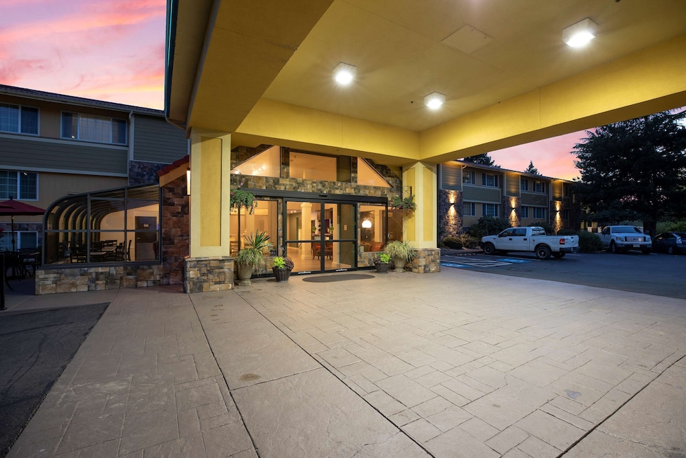 Exterior, Best Western Plus Parkway Inn
