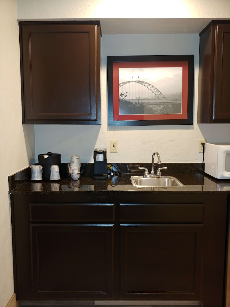 Private Kitchenette, Best Western Plus Parkway Inn