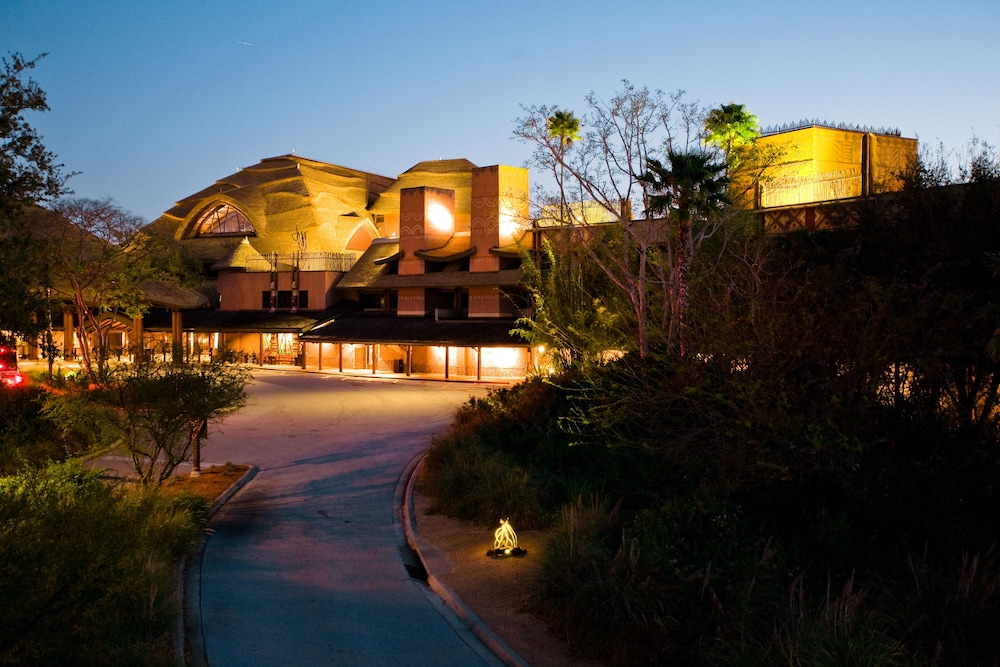 Front of Property - Evening/Night, Disney's Animal Kingdom Lodge