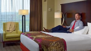 高級寢具、特厚豪華床墊、保險箱、書桌