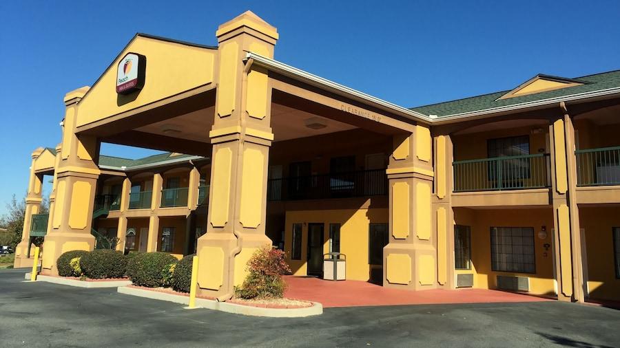 Peach State Inn & Suites