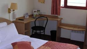 Hypo-allergenic bedding, Select Comfort beds, in-room safe, desk