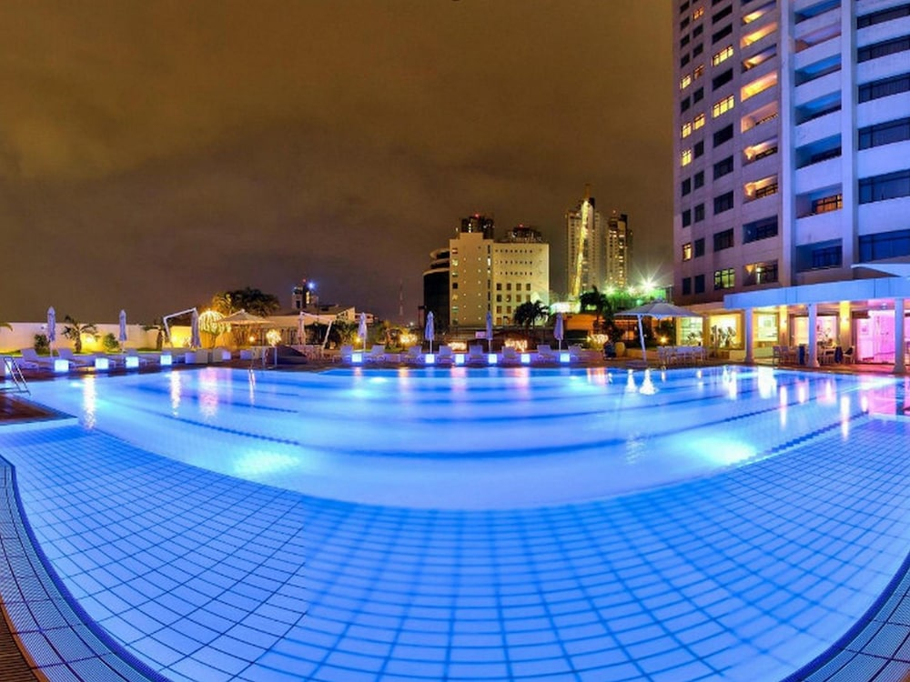 Outdoor Pool, Hilton Colombo Residence
