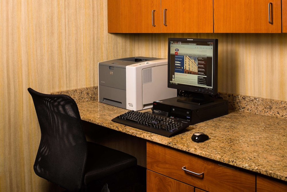 Business Center, Hampton Inn Columbia
