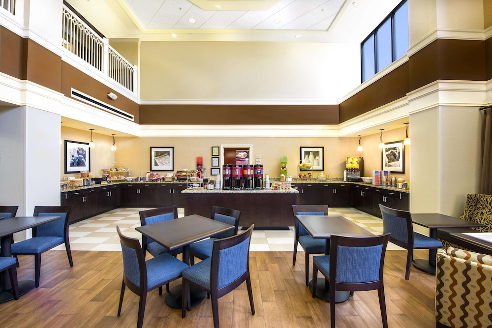Breakfast Area, Hampton Inn & Suites Atlanta Airport North I-85