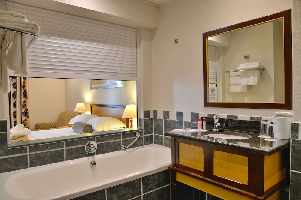 Bathroom, City Lodge Hotel GrandWest