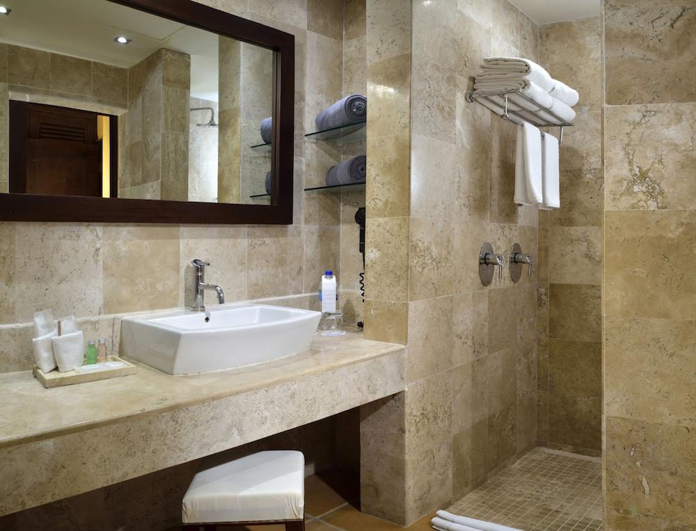 Catalonia riviera maya resort and spa all inclusive 2018 for Riviera bathrooms