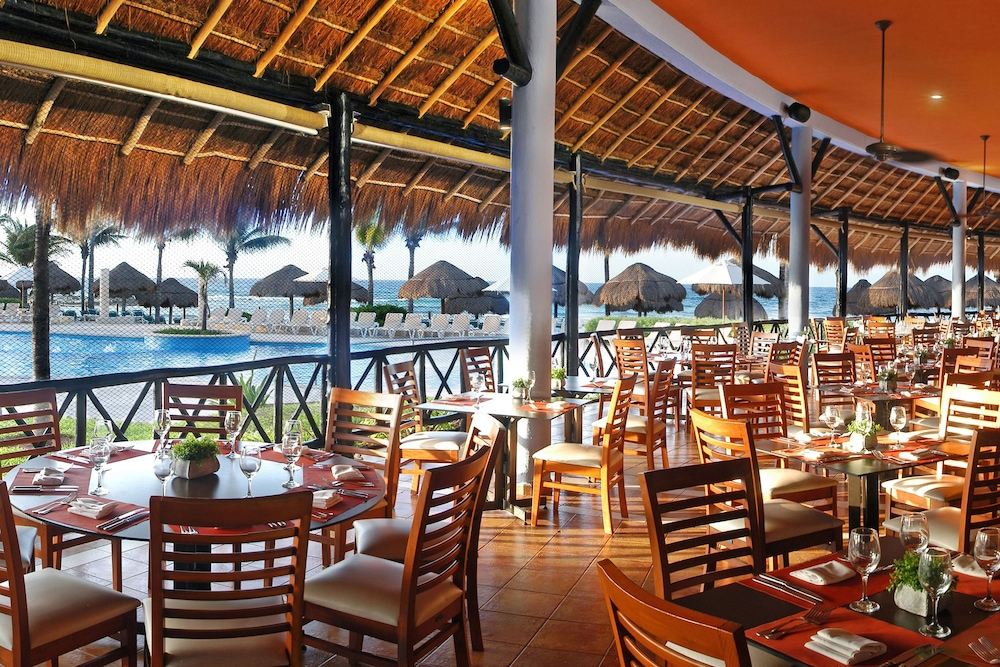 Outdoor Dining, Catalonia Riviera Maya Resort and Spa All Inclusive