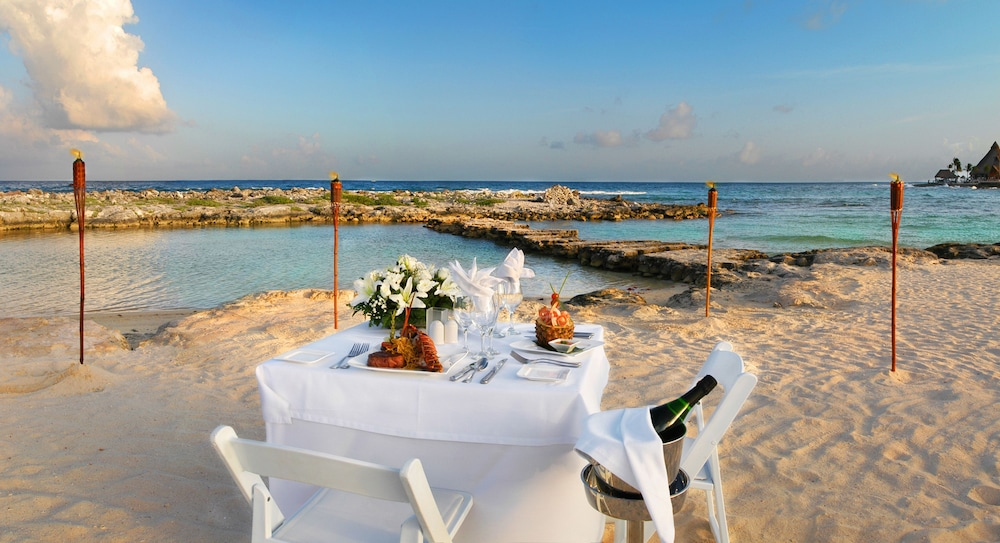 Couples Dining, Catalonia Riviera Maya Resort and Spa All Inclusive
