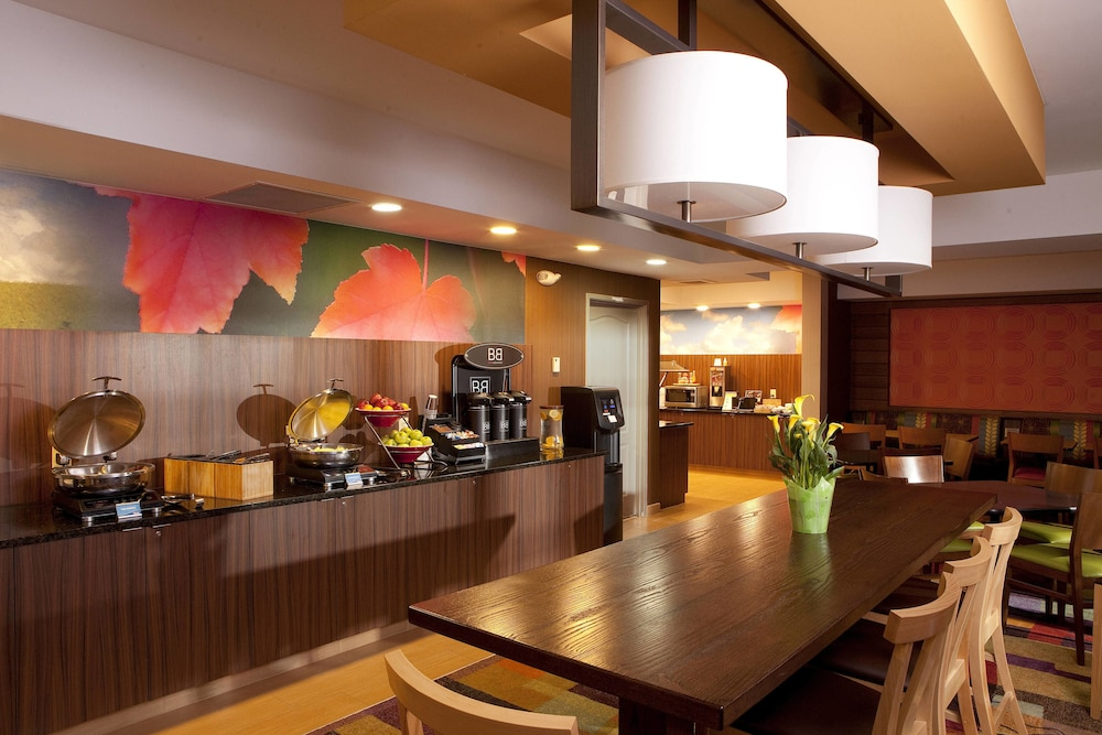 Breakfast Area, Fairfield Inn & Suites by Marriott Cincinnati Eastgate