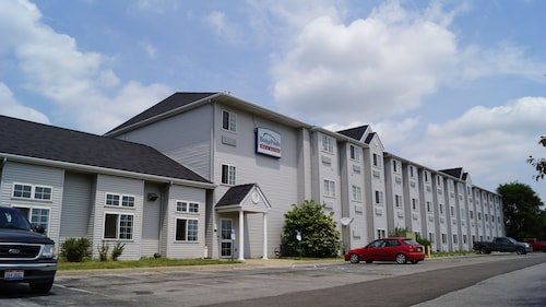 Great Place to stay Toledo BridgePointe Inn & Suites By Hollywood Casino, Downtown, Owens College near Northwood