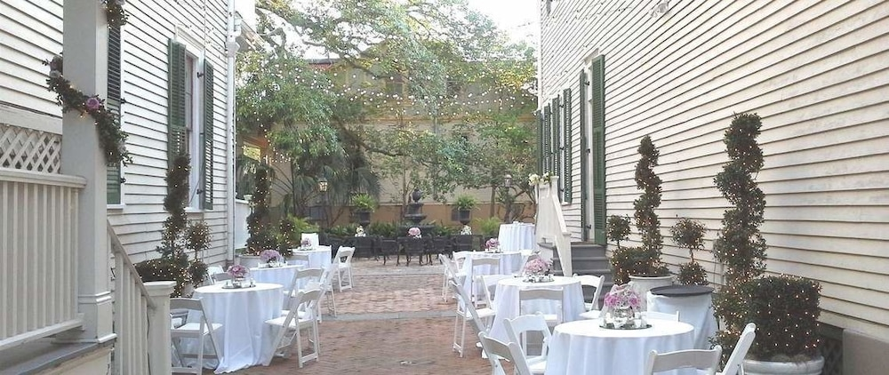 Outdoor Dining, Degas House
