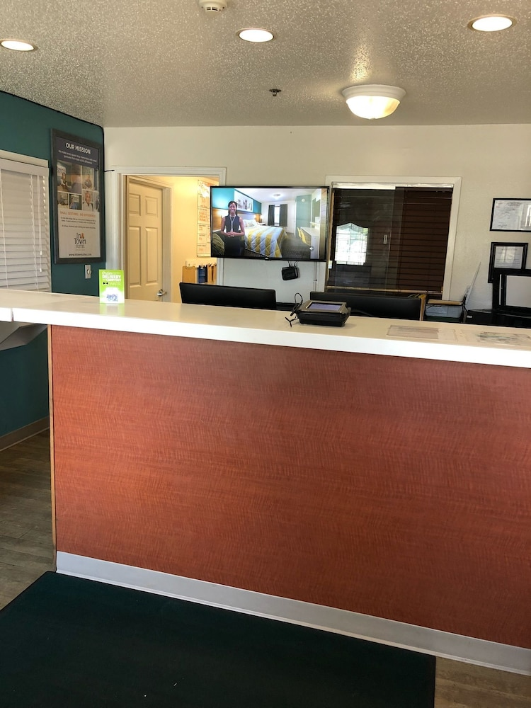 Lobby, InTown Suites Extended Stay Gulfport MS