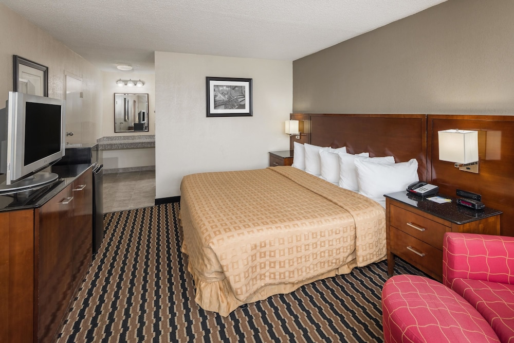 Room, Days Inn by Wyndham Charlotte Airport North