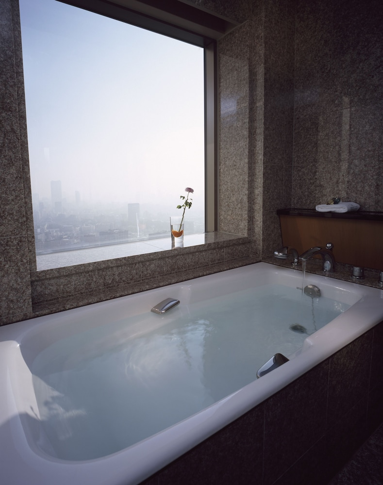 Deep Soaking Bathtub, Cerulean Tower Tokyu Hotel