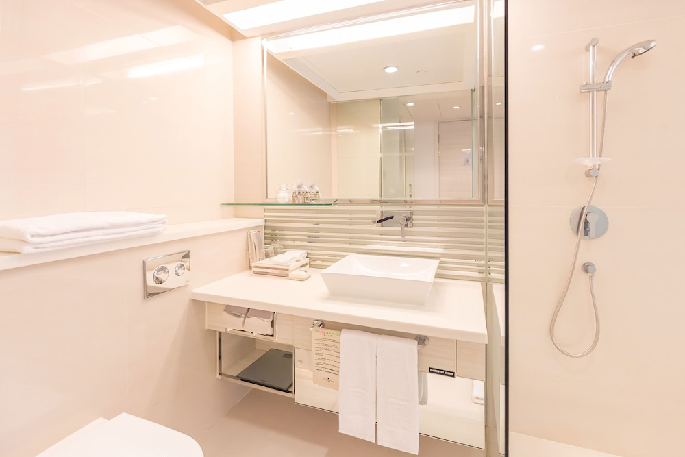 Bathroom, Regal Oriental Hotel - Hong Kong
