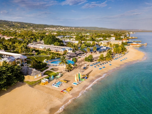 Jewel Runaway Bay Beach Resort & Waterpark - All Inclusive